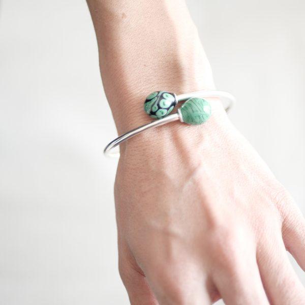 Bracelet jonc perles en verre de Murano vert marbre