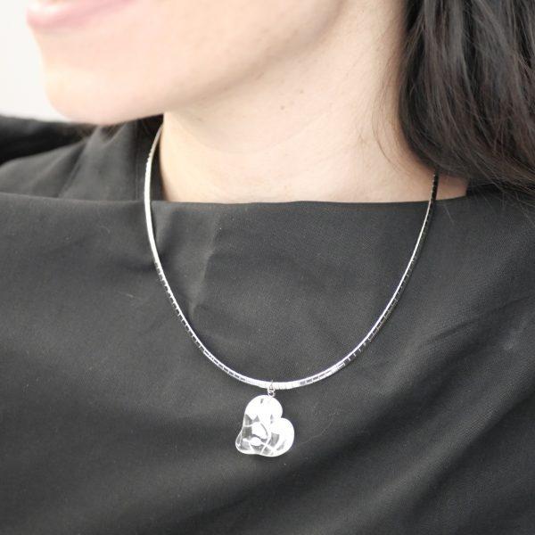 Collier perle en verre de Murano forme coeur blanc translucide